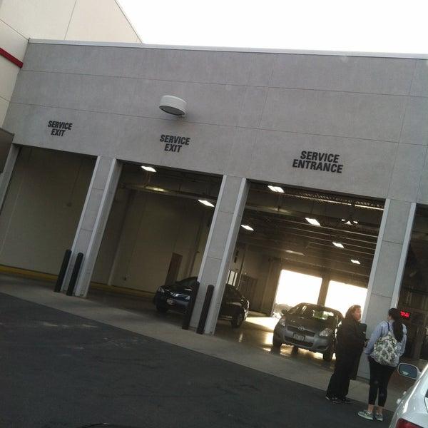 5/6/2013にJulie P.がStevinson Toyota Westで撮った写真