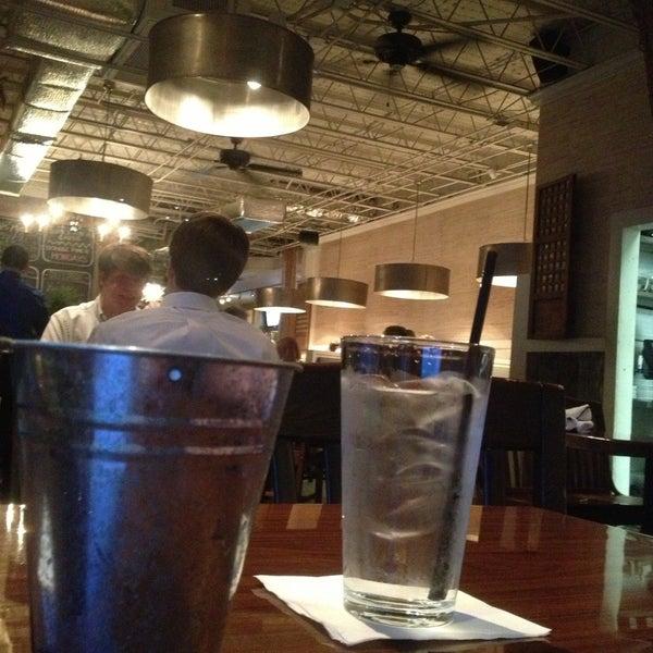 Foto tirada no(a) The Big Ketch Saltwater Grill por Safira M. em 5/16/2013