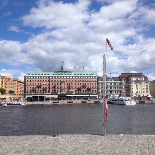 Foto tirada no(a) Grand Hôtel Stockholm por Julie S. em 6/16/2013
