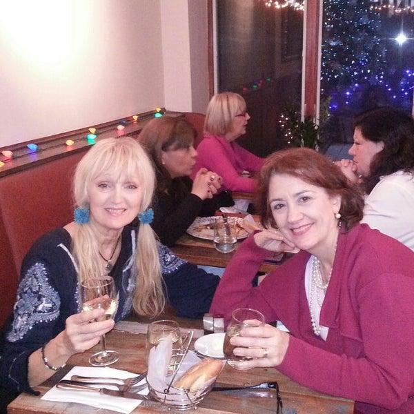 12/14/2012 tarihinde Millie B.ziyaretçi tarafından Madison Bistro'de çekilen fotoğraf