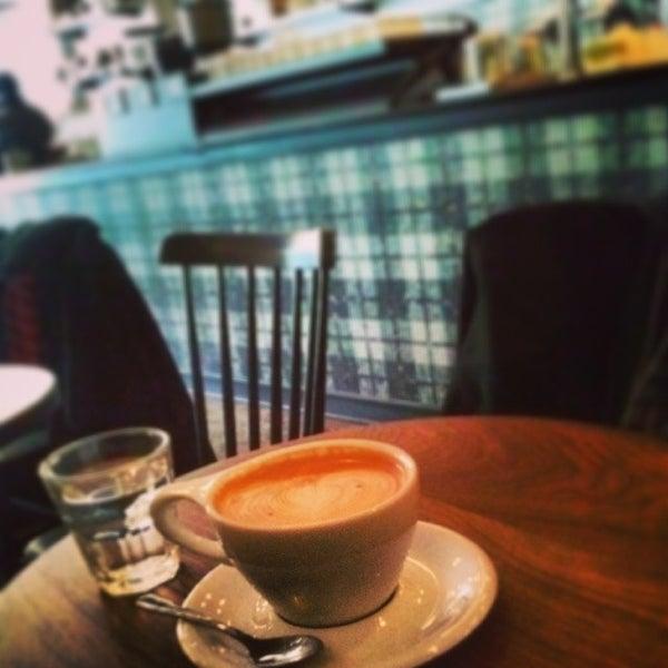 Foto scattata a Gorilla Coffee da Jeff N. il 1/24/2014