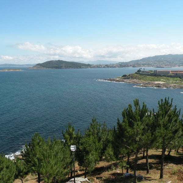 vistas desde la virgen de la roca, encima del hotel rompeolas