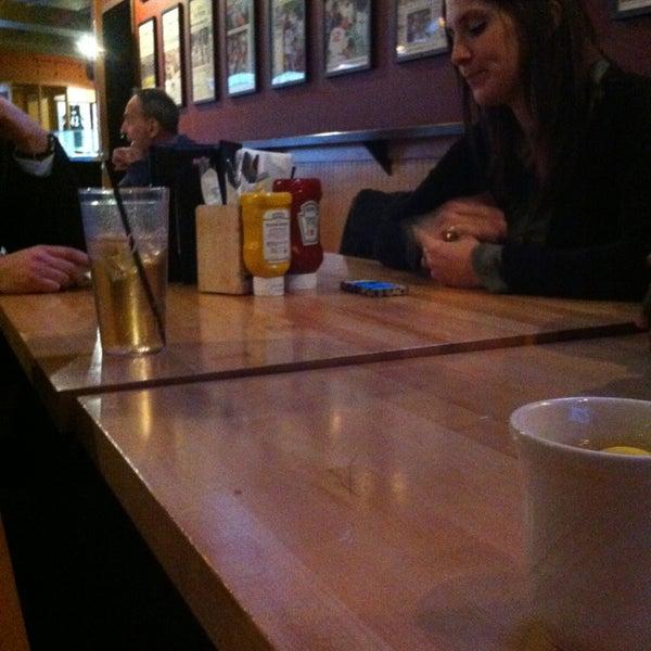 Foto tirada no(a) Huberts Sports Bar & Grill por Duane F. em 1/30/2013