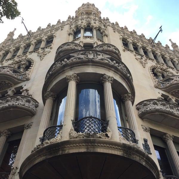 รูปภาพถ่ายที่ Casa Lleó i Morera โดย Basak H. เมื่อ 8/22/2015