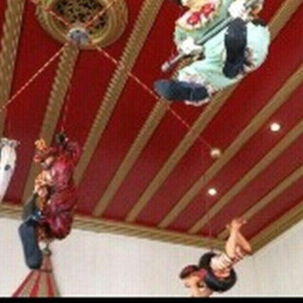 Foto tirada no(a) Circus Circus Cafe por Francoise L. em 12/23/2014