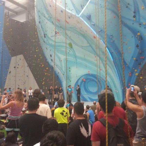 Foto tomada en Sender One Climbing, Yoga and Fitness por Henry D. el 6/15/2013