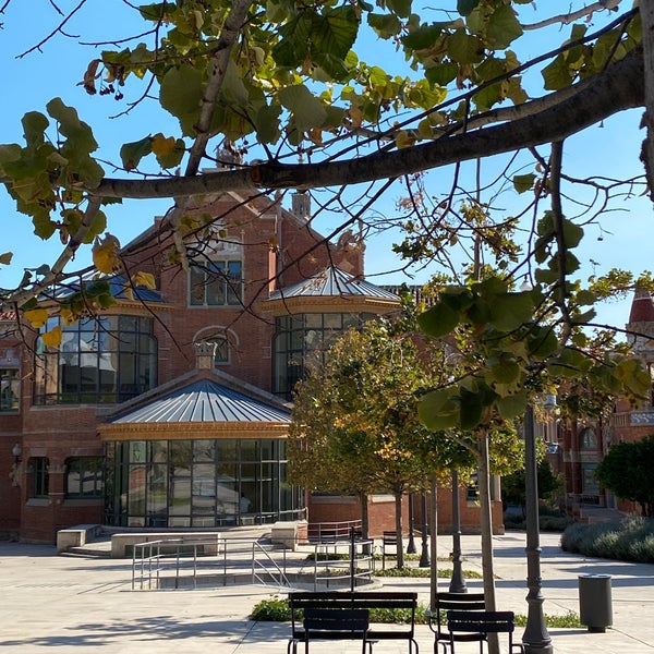 Photo taken at Sant Pau Recinte Modernista by Sabien Mirary S. on 9/12/2020