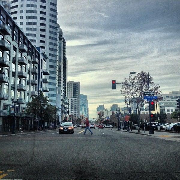 12/1/2013 tarihinde Jairo B.ziyaretçi tarafından The District'de çekilen fotoğraf
