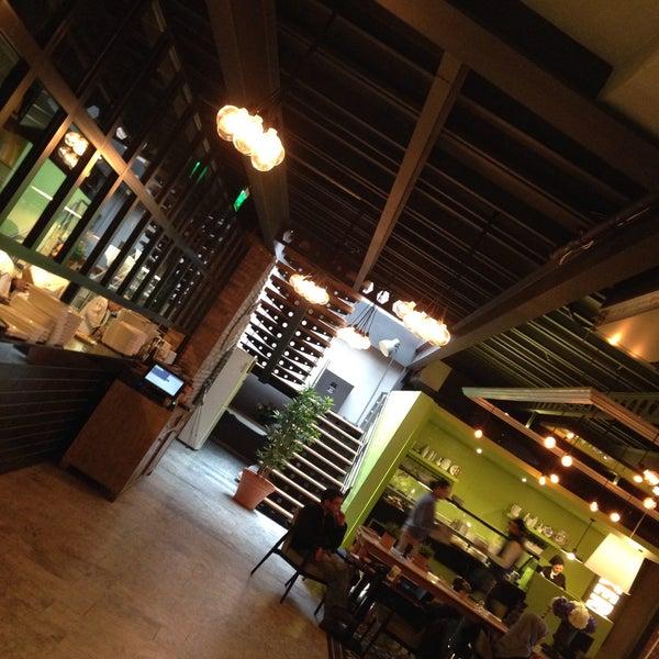 Foto tomada en Boon Cafe & Restaurant por Nihal B. el 1/16/2016