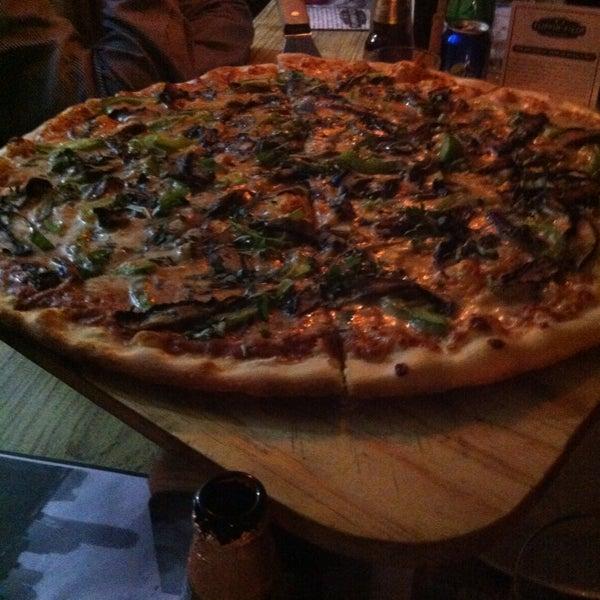 Q buen lugar y q pizza y la cerveza pffff chulada