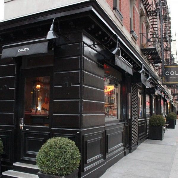 Photo prise au Cole's Greenwich Village par Cole's Greenwich Village le7/2/2013