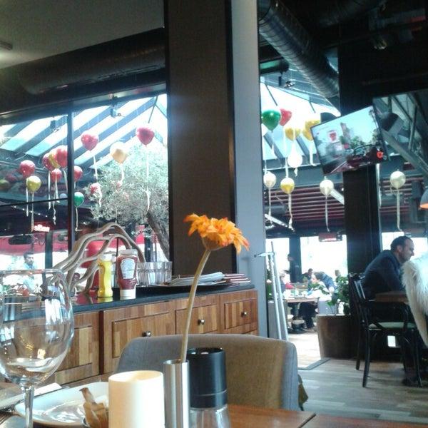 Photo prise au Cafe Locale İstanbul par Red K. le4/19/2015