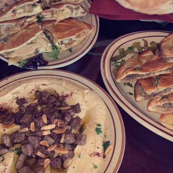 Das Foto wurde bei Al Bawadi Grill von Mohammed am 5/16/2021 aufgenommen