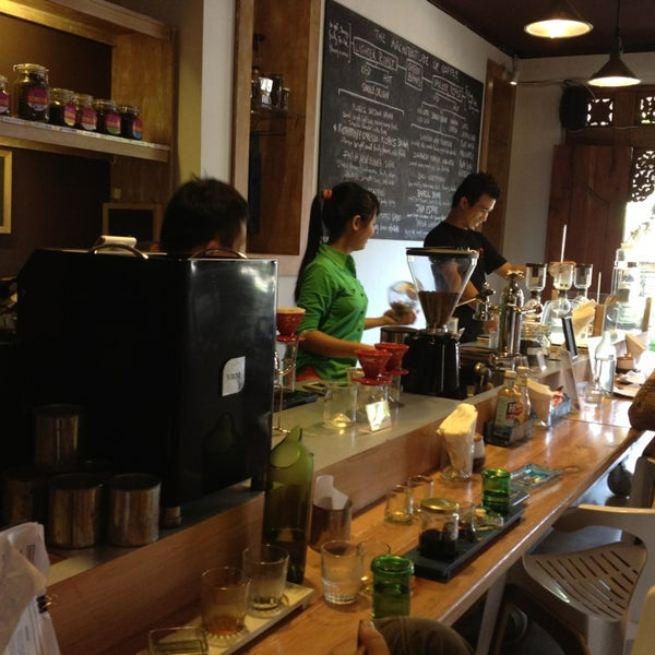 2/4/2013 tarihinde Heather N.ziyaretçi tarafından Seniman Coffee Studio'de çekilen fotoğraf