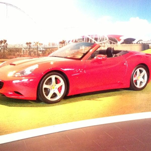 Foto tomada en Ferrari World Abu Dhabi por Orbay T. el 2/3/2013