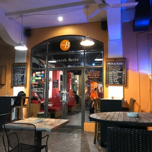 Хозяин этого заведения Испанец и этим все сказано! Очень душевное место, быстрое обслуживание и демократичные цены. Лучший тар тар из тунца в Джакарте. 10 из 10.