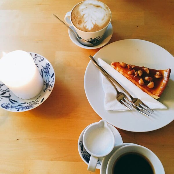 Nice vegan food, desserts and DELICIOUS coffee!