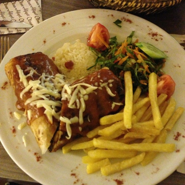 Foto tomada en Dudu Cafe Restaurant por Sefanur el 2/10/2013