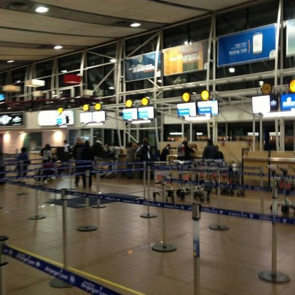 Foto tirada no(a) Aeropuerto Internacional Comodoro Arturo Merino Benítez (SCL) por Cristi J. em 5/26/2013