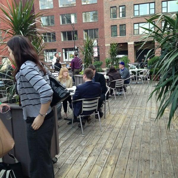 Photo prise au Citizen Bar Chicago par Marquita H. le6/5/2013