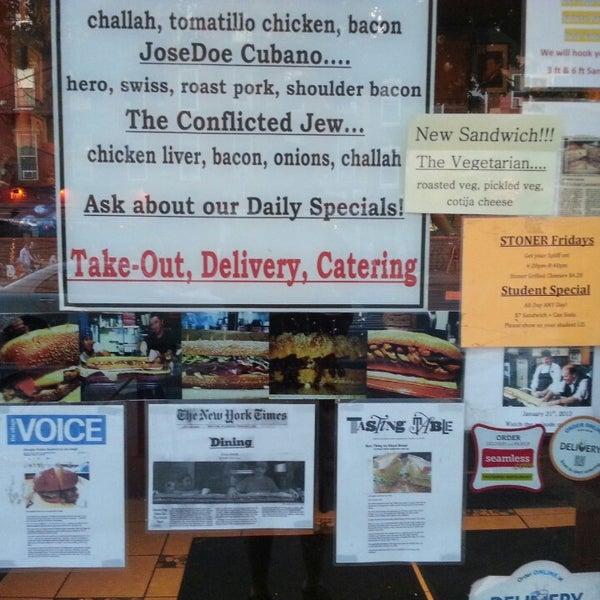 Foto tirada no(a) JoeDough Sandwich Shop por Fitz M. em 6/17/2013