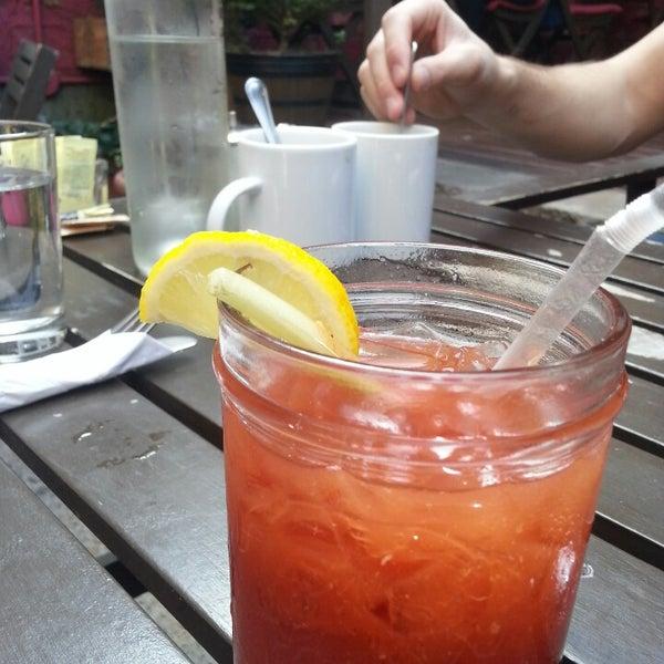 Foto tomada en OAK Restaurant & Wine Bar por Fitz M. el 10/5/2013