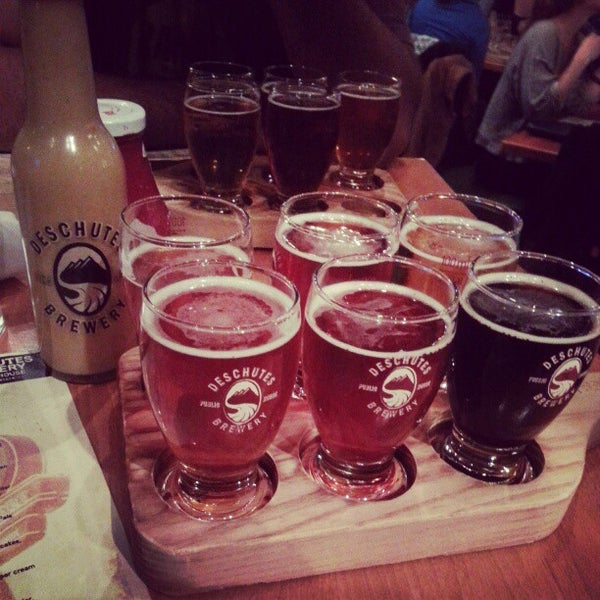 Photo prise au Deschutes Brewery Portland Public House par Mark K. le10/15/2012