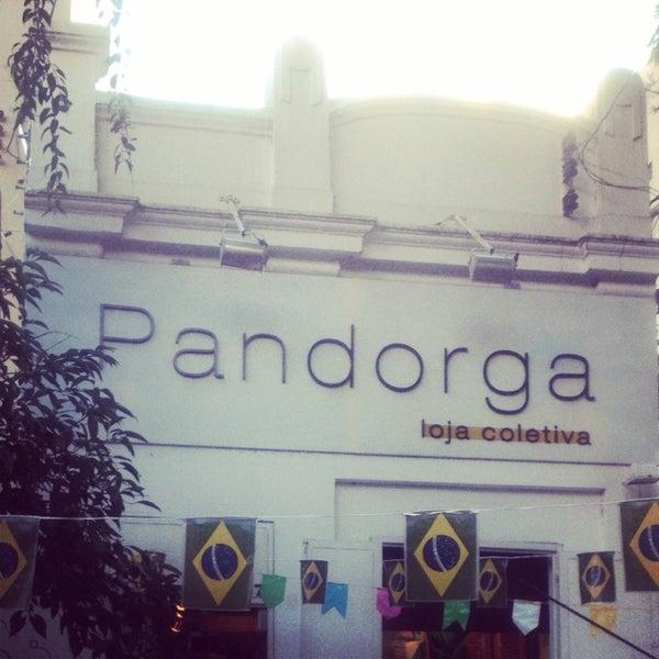 6/30/2014 tarihinde Giuliana N.ziyaretçi tarafından Loja Pandorga'de çekilen fotoğraf