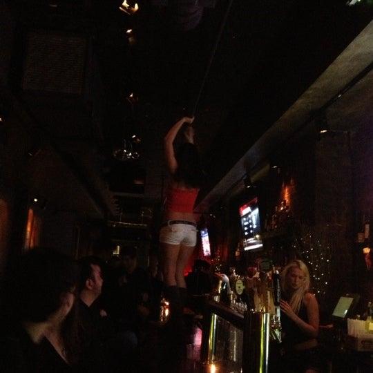 รูปภาพถ่ายที่ Snafu 28 โดย Christine W. เมื่อ 12/20/2012