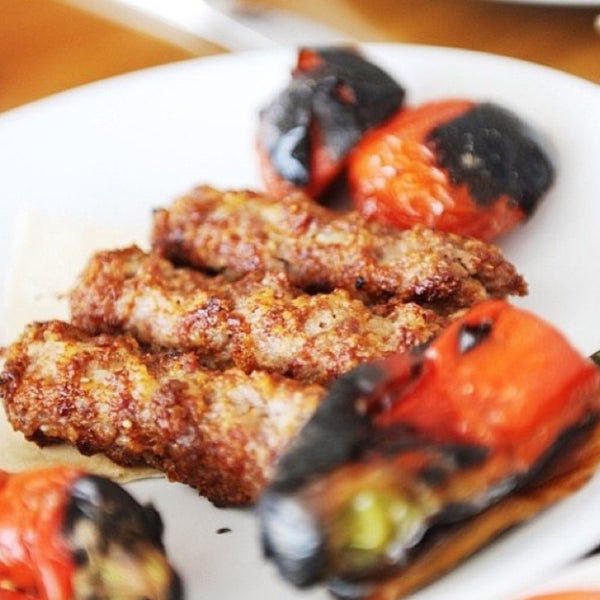 Снимок сделан в Çulcuoğlu Restaurant пользователем Çulcuoğlu Restaurant 8/15/2013