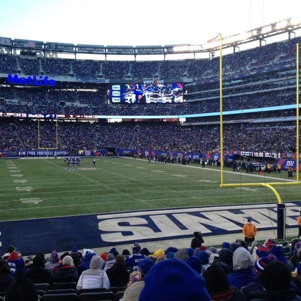 รูปภาพถ่ายที่ MetLife Stadium โดย EDUARDO L. เมื่อ 12/30/2012