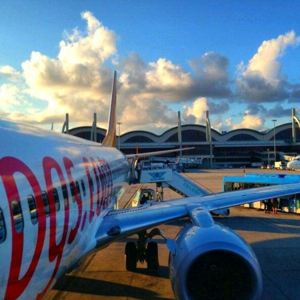 Снимок сделан в Аэропорт Стамбул им. Сабихи Гёкчен (SAW) пользователем Çağrı U. 10/13/2013