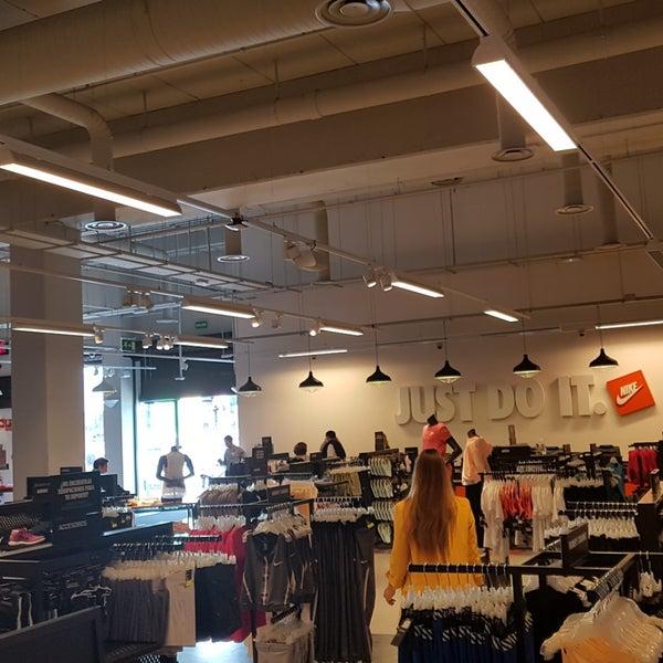 diversión Desconexión Acuario  Photos at Nike Factory Store - Calle Salvador De Madariaga