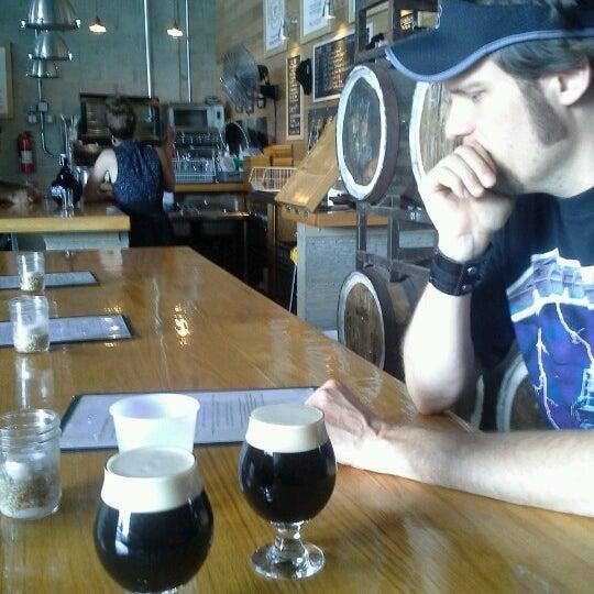 Foto tirada no(a) SingleCut Beersmiths por Richard R. em 7/6/2013