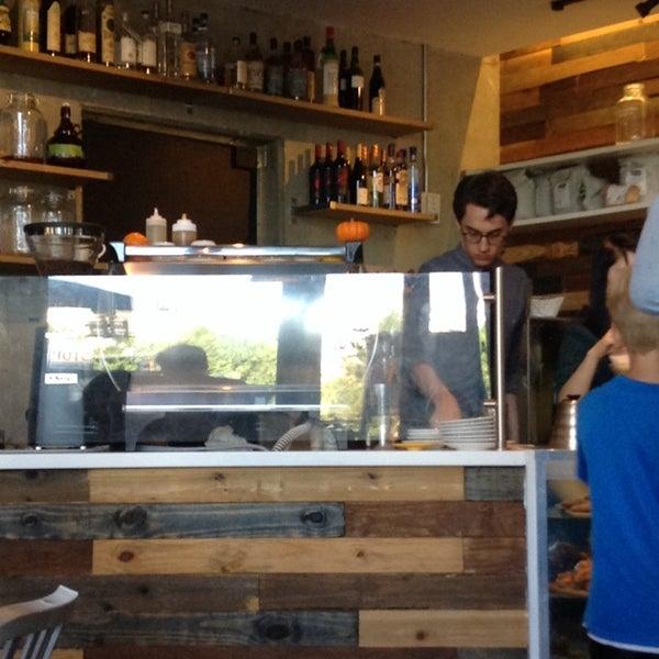 9/29/2013にDarin G.がCondesa Coffeeで撮った写真