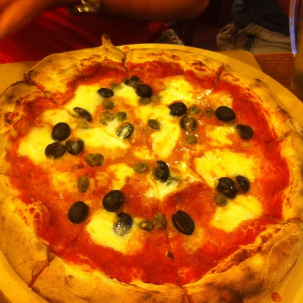 Photo taken at I' Pizzacchiere by Burcu O. on 6/2/2015
