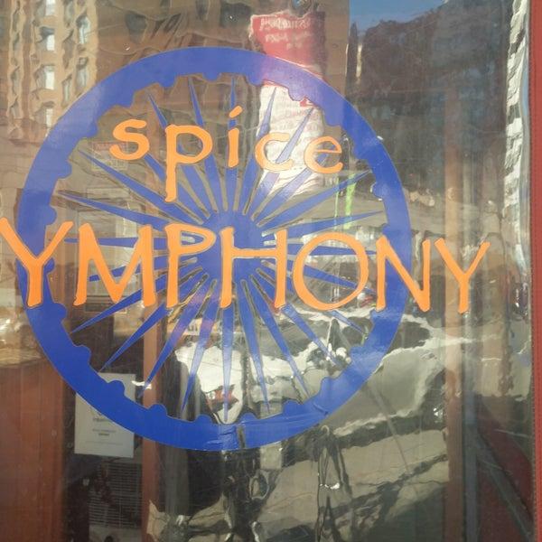 รูปภาพถ่ายที่ Spice Symphony โดย Amruta W. เมื่อ 3/6/2018