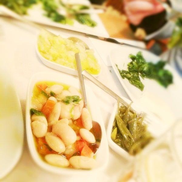 Foto tomada en Sıdıka Meze Restoranı por Sezin K. el 3/14/2013