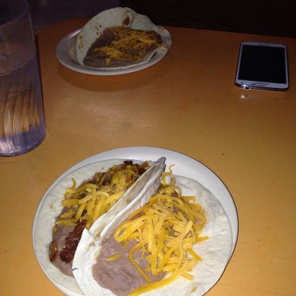 Снимок сделан в La Mexicana Bakery пользователем Ernest C. 9/25/2014