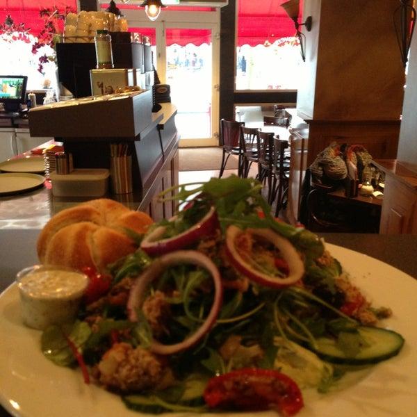 1/23/2013にJolie Y.がLunch-Café Le Provenceで撮った写真