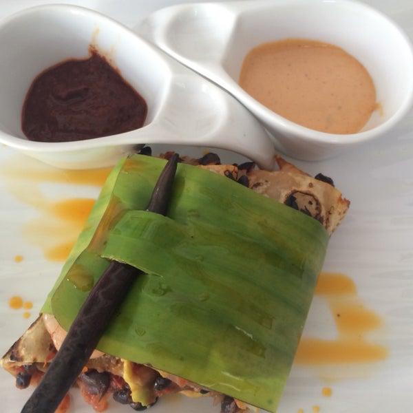 De-li-ci-o-so! Tamal de elote, aguachile y taquitos de camarón! Las porciones son pequeñas pero exactas! No es lo típico, todo sabe muy bien!