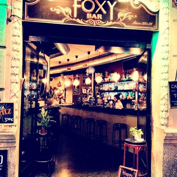 Foto tomada en Foxy Bar por Sofia D. el 10/3/2013