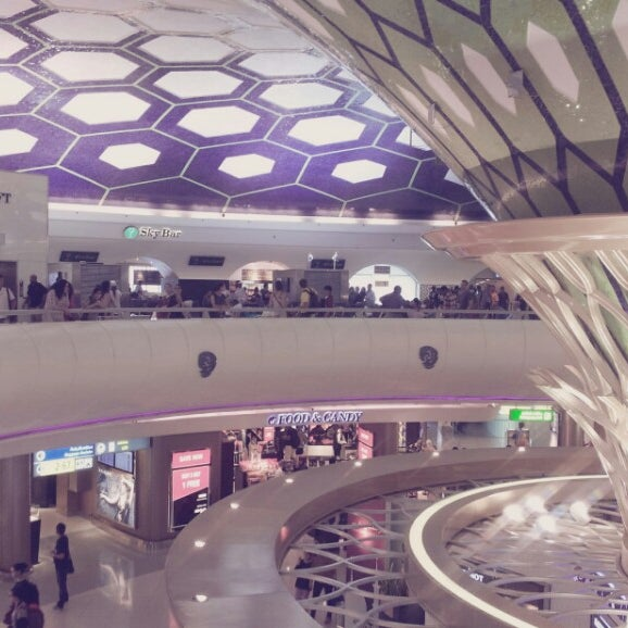 Photo prise au Abu Dhabi International Airport (AUH) par Younji S. le7/20/2013