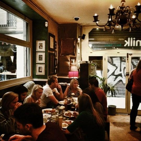 Foto scattata a Milk Bar & Bistro da Christopher d. il 10/13/2012