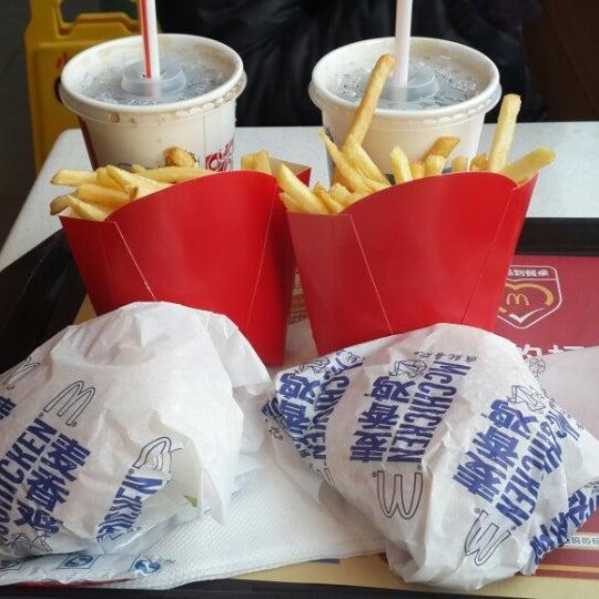 Foto diambil di McDonald's oleh Natalia C. pada 12/14/2013