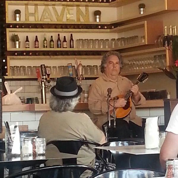 รูปภาพถ่ายที่ The Haven Pizzeria โดย John D. เมื่อ 4/28/2013