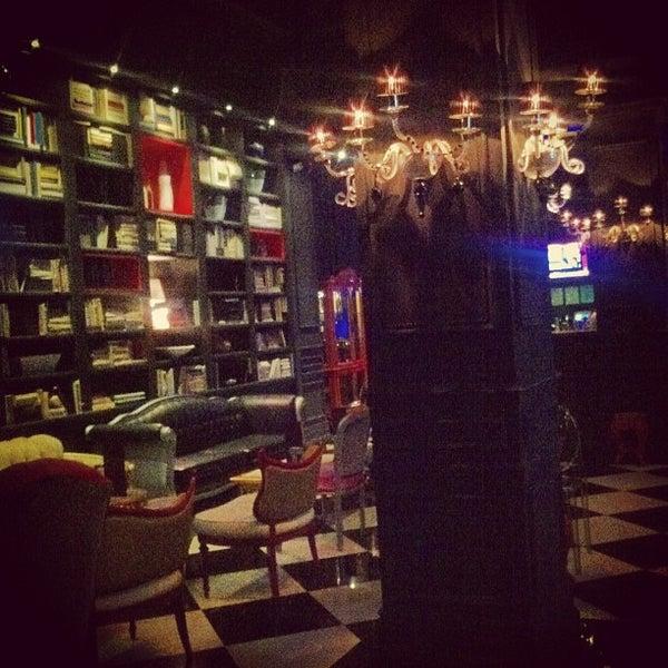 Foto tomada en The Lady Silvia Lounge por Constance A. el 3/16/2013