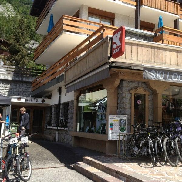 Photos at Skiset - Route du Col des Aravis