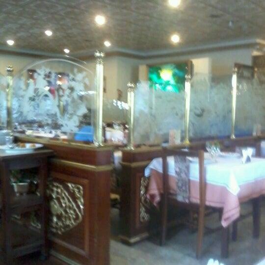 Снимок сделан в Golden Plaza Chinese Restaurant пользователем Giovanna R. 1/23/2013