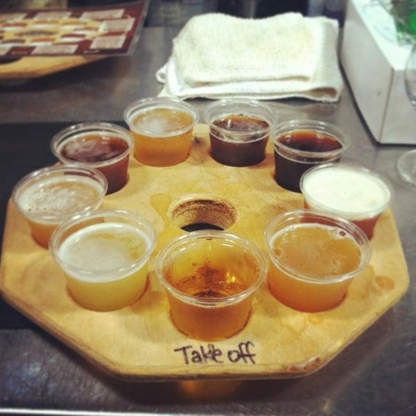Foto tirada no(a) Hangar 24 Craft Brewery por Carolyn em 3/10/2013